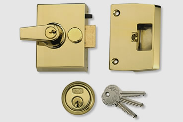 Nightlatch installation by Tottenham master locksmith